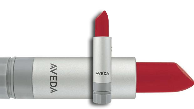 Il rossetto, sexy e naturale, è un antidoto perfetto contro la crisi.